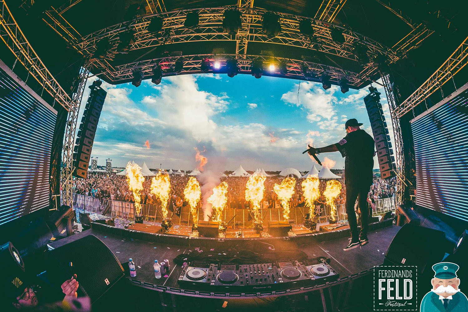 Voice-Acoustic sound systems on EDM festival